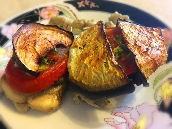 Палтус, запеченный с грибами и овощами в яичном соусе