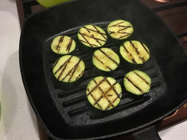 Рецепт: жареные кабачки на сковороде гриль