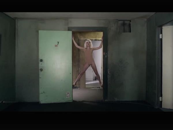 Chandelier от Sia, текст, авторский перевод песни и видео