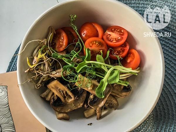 Шампиньоны под овощами