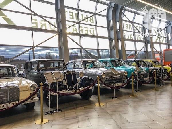 Выставка ретро автомобилей в аэропорту Храброво